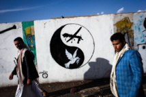 Yemen artists paint on walls to protest war