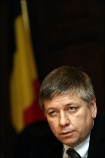 Belgian king mulls formal government resignation