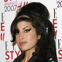 Singer Winehouse in court over 'fan attack'