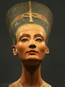 Nefertiti moved 'with extreme care' to new German home