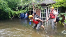 Trump meets flooding victims, volunteers in Houston