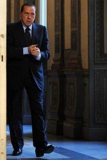 Berlusconi says would like to 'strangle' writers