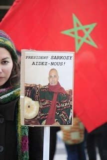 Sonia Terhzaz, the daughter of Kaddour Terhzaz, takes part in a demonstration in support of her father, in Paris, December 2009  (AFP/File/Mehdi Fedouach)