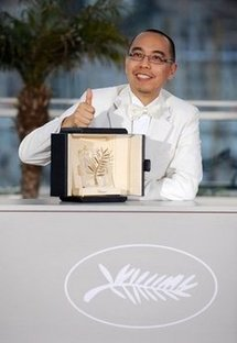 Thai director Apichatpong Weerasethakul with his Palme d'Or prize during the closing ceremony.