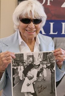 Edith Shain with the famous photo