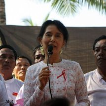 Suu Kyi says Arab revolts give hope to Myanmar
