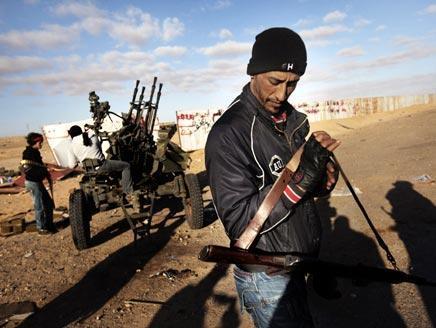 Powers boost Libya rebels, turn up pressure on Kadhafi