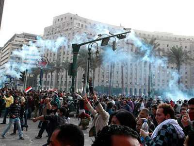 seven dead, hundreds injured in iconic Egypt protest hub
