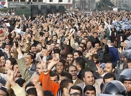 Syria forces fire 'nail bombs' as masses protest