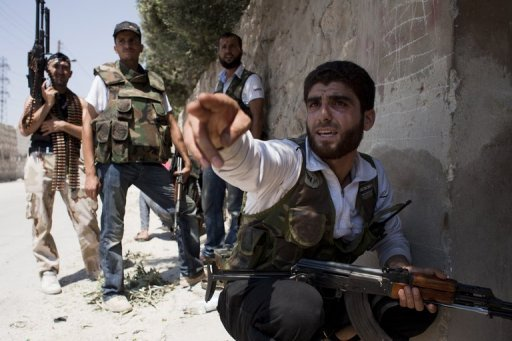 Syria rebels besiege town on Turkish border
