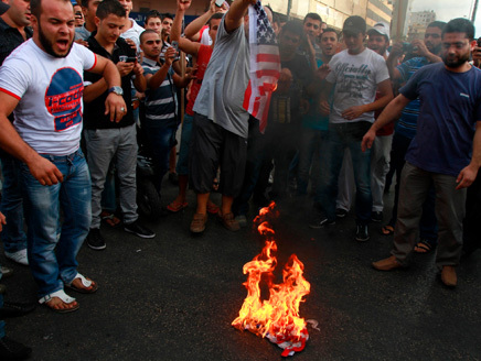 Lebanon Muslims protest film, cartoons amid death calls
