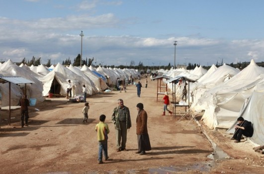 Aid groups need more access inside Syria: EU