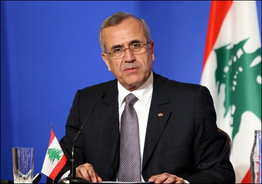 Lebanon president seeks talks on govt future