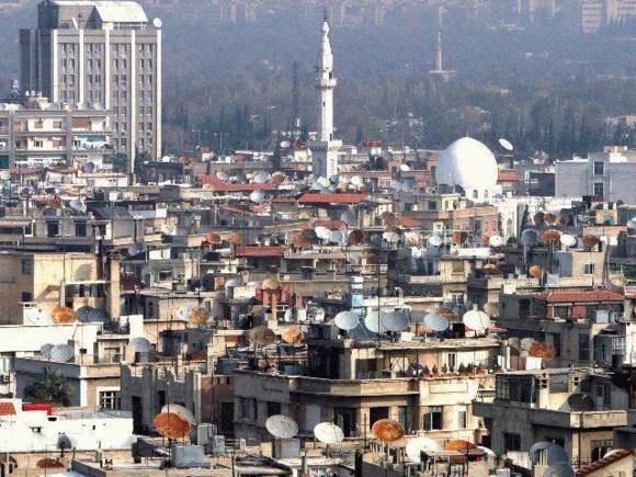 Palestinians flee Damascus camp battles in droves