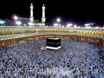 Muslim pilgrims throng Mecca for hajj