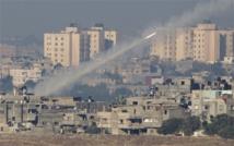 Gaza rocket halts Israel flights, world pushes for truce