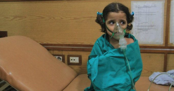 'Dozens choke' in Syria Aleppo after barrel bomb attacks