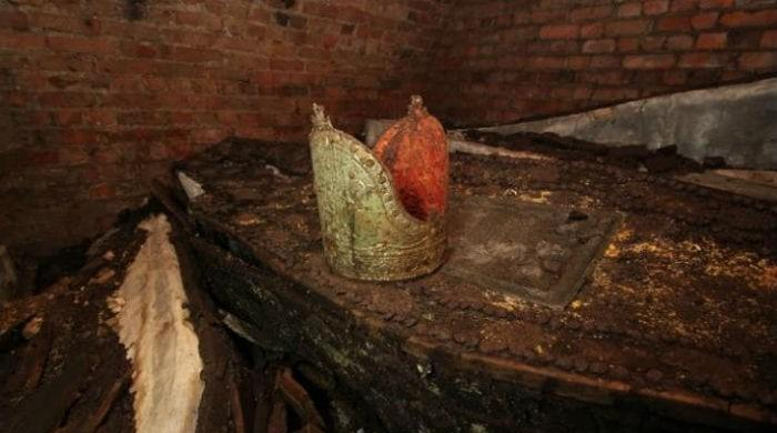 Builders find lost archbishops in London crypt
