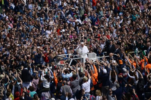 Pope urges end to Syria 'horror' in Easter address