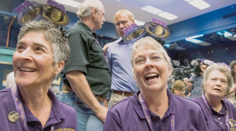 "Cheers, tears as scientists mark end of ""a perfect spacecraft"""