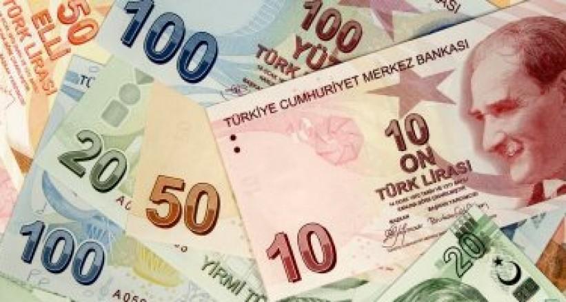 Turkish lira tumbles as row with US worsens; visa systems frozen