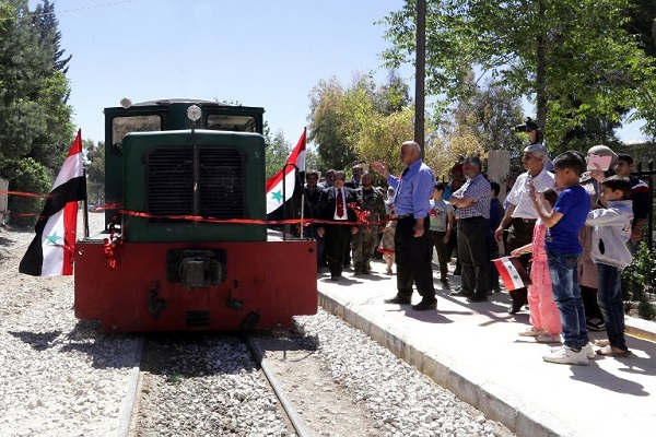 Tourist train brings puff of hope to Damascus