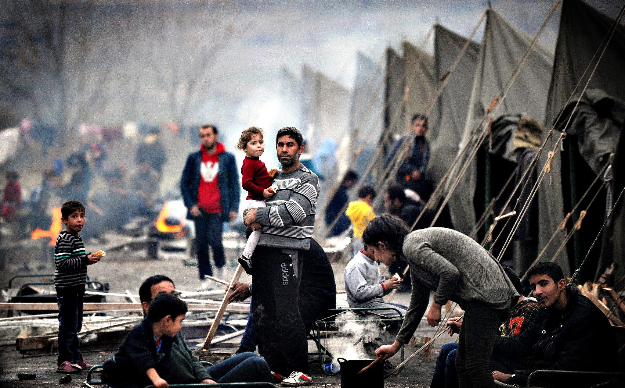 Slovenia blocks over 1,000 migrants at border