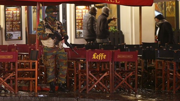 Brussels stays at top security alert over fears of Paris-style attack