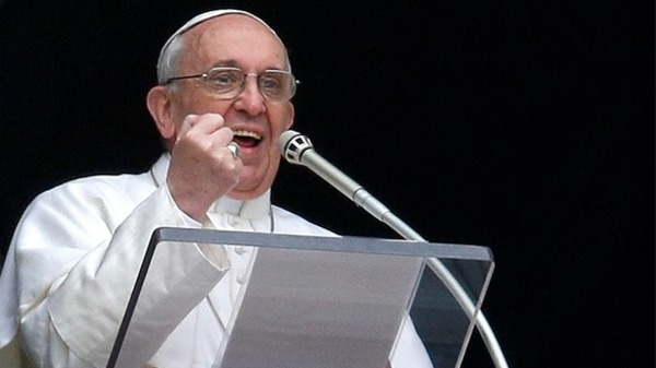 Pope urges return to simple values at Christmas