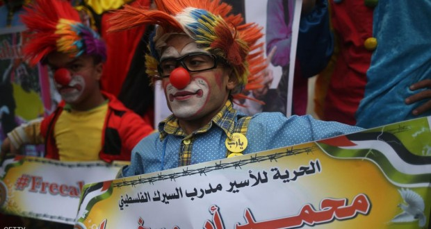 Red nose protests for jailed Palestinian clown