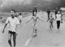 Facebook backs off censoring 'napalm girl' photo