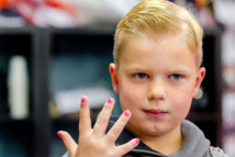 Internet nail-varnish dare nets sick Dutch 6-year-old a million