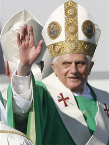Pope replaces migrant 'minister'