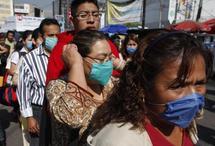 US monitors visitors, warns against Mexico travel