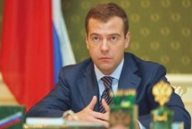 Medvedev warns against imposing democracy on Muslim world