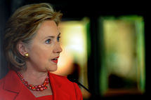 Clinton gives downbeat report on Middle East to Obama