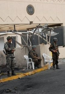 Yemeni guards outside the US embassy in Sanaa, one day after an attack on the embassy killed 19 people in 2008