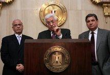 Palestinian president Mahmud Abbas (centre) with aides Saeb Erekat (left) and Palestinian ambassador Nabil Amr