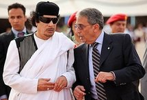Libyan leader Moamer Kadhafi (left) with Arab League chief Amr Mussa as they wait to greet Arab leaders at the airport in Sirte. (AFP/Mahmud Turkia)
