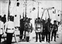 A picture from 1915 shows Turkish soldiers standing next to hanged Armenians.