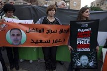 Jihan Makhoul (right) and Inaam Sayeed (centre) demonstrate against the detention of their husbands.