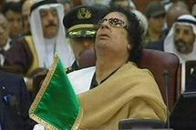 'King of kings' Kadhafi muscles back into African Union
