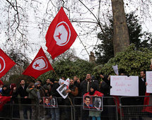 Tunisia calls up army reservists to confront unrest
