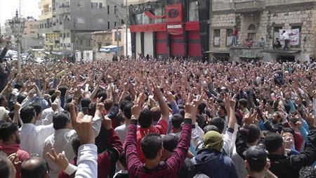 Security forces kill Syria protesters, EU adds pressure