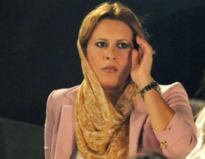 Kadhafi wife, three children flee to Algeria