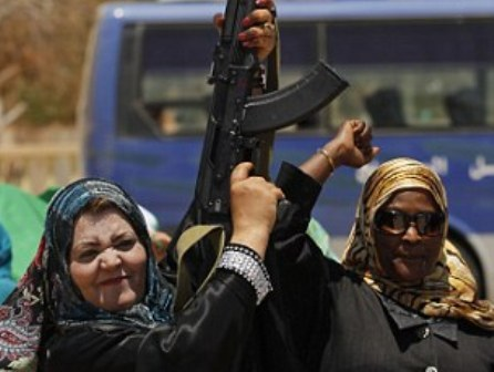 Civilians flee Kadhafi hometown as medics warn of crisis