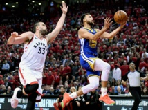 Warriors lose Durant again but beat Raptors, extend NBA Finals