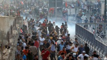 Iraqi forces clash with protesters while trying to remove barriers