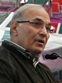 Egypt court annuls Islamist-led house, says Shafiq can run