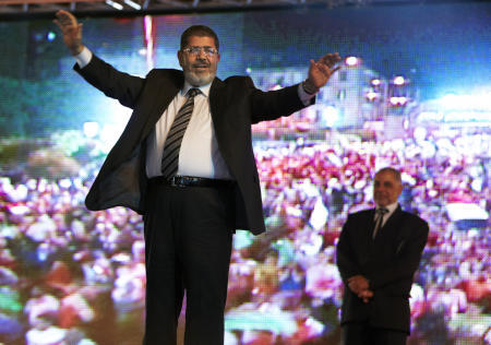 Egypt's Morsi in Tahrir tribute to people before oath